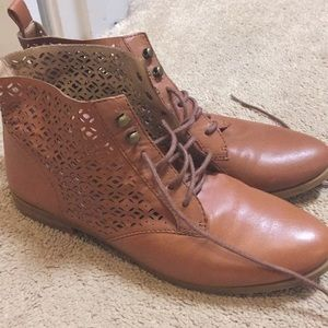 Lucky brand leather lace up prairie booties